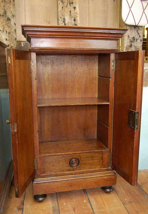 Small Oak Two Door Cupboard Antique Cupboards ... - Small Oak Two Door Cupboard - Antiques Atlas