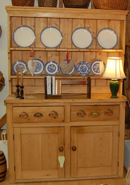 Charmant Victorian Pine Kitchen Dresser