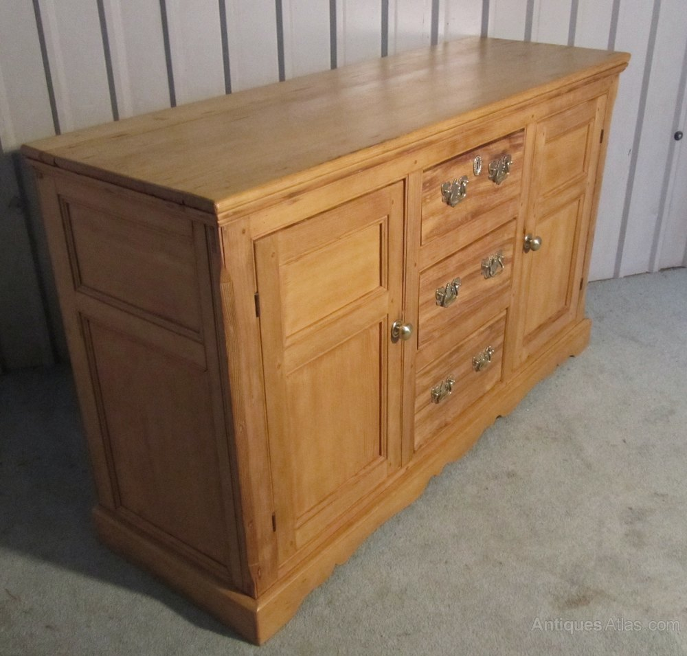 A large country pine sideboard dresser antiques atlas for Sideboard pinie