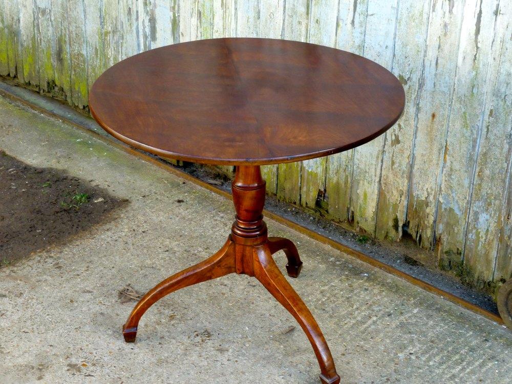 Ordinaire Georgian Yew Wood Tilt Top Table ...
