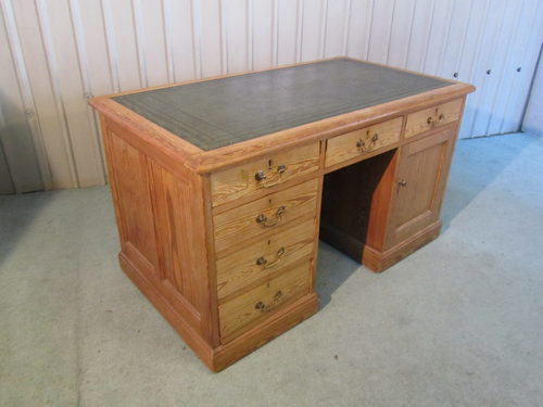 Victorian Pitch Pine Pedestal or Knee Hole Desk - Victorian Pitch Pine Pedestal Or Knee Hole Desk - Antiques Atlas