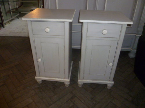 Pair Of Painted Antique Pine Bedside Cabinets ... - PAIR OF PAINTED ANTIQUE PINE BEDSIDE CABINETS - Antiques Atlas