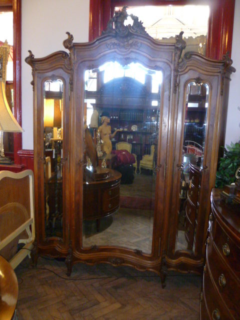 Attirant Antique French Louis Xv Style Walnut Armoire Antique Armoires