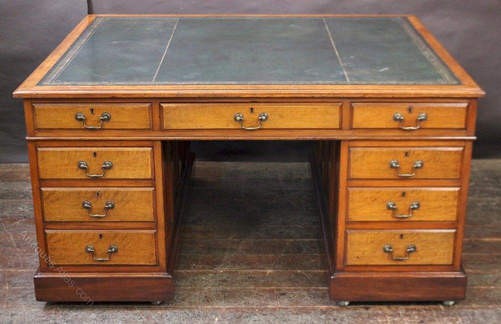Late 19c Mahogany 3 Part 18 Drawer Partners Kneehole Desk