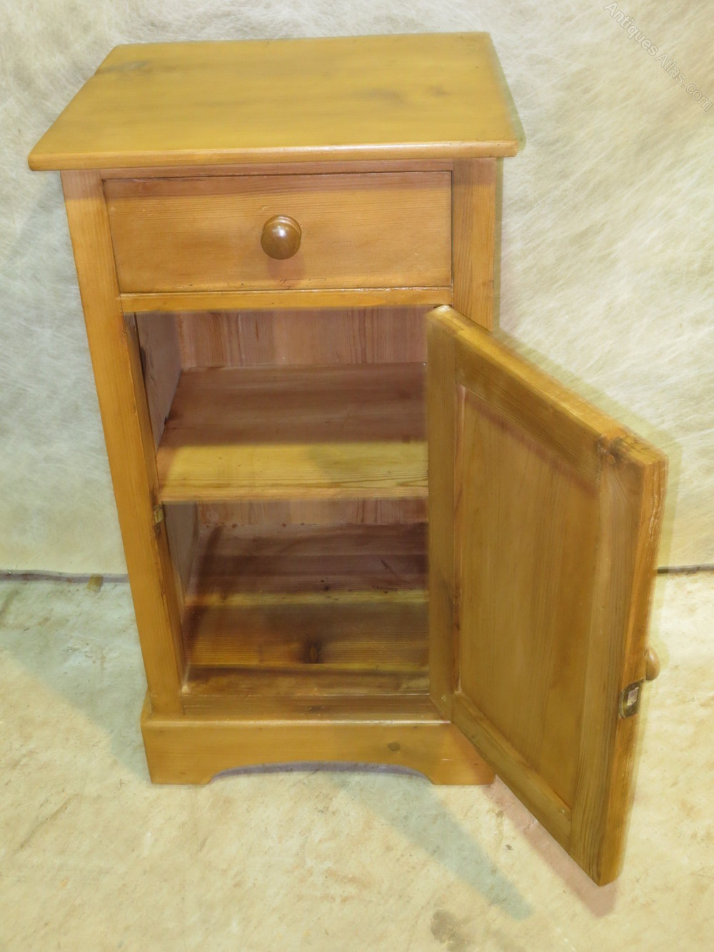 Eastern European Pine Pot Cupboard Antique Pot Cupboards - Eastern European Pine Pot Cupboard - Antiques Atlas