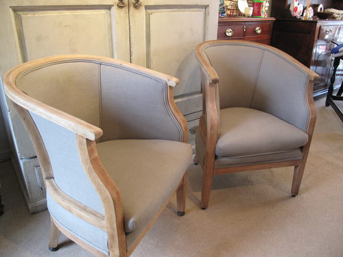 - A Pair Of Classic Tub Chairs - Antiques Atlas