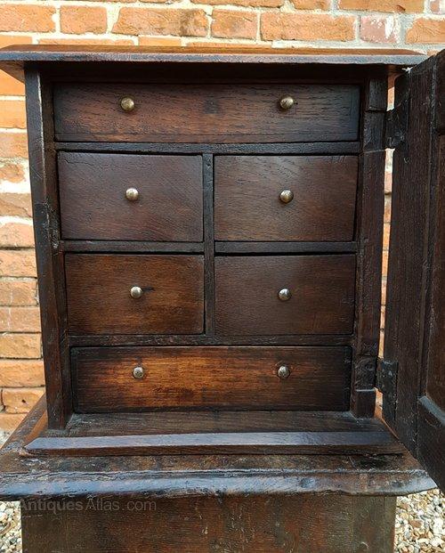 17th Century English Antique Oak Spice Cupboard - 17th Century English Antique Oak Spice Cupboard - Antiques Atlas