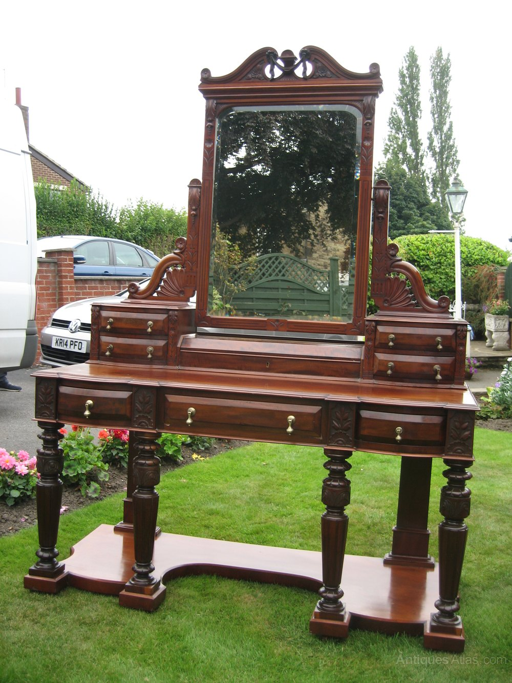 Large mahogany dressing table antiques atlas for Wide dressing table