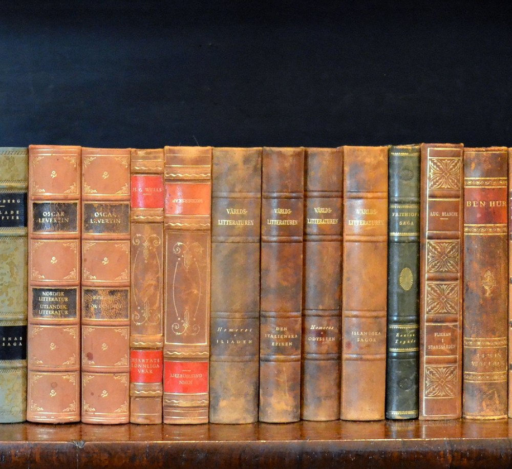 20th literature Discover a wealth of original sources from the 20th century, including manuscripts, first editions, newspapers, diaries, letters, photographs and maps.
