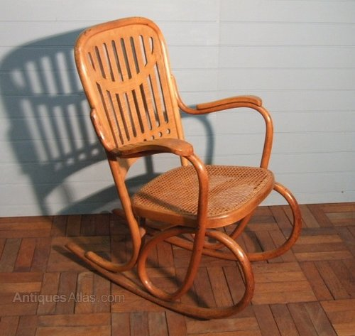 secessionist bentwood chair by thonet antiques atlas. Black Bedroom Furniture Sets. Home Design Ideas