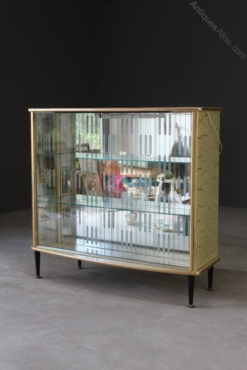 Retro Vintage Kitsch Drinks Bar & Display Cabinet