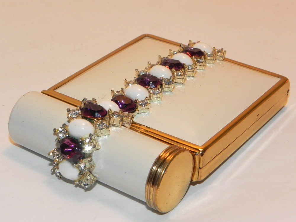 For Vintage compacts