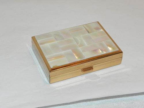 Mother Pearl Swiss Musical Powder Compact