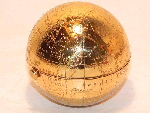 Antiques atlas vintage pygmalion world map globe powder compact vintage pygmalion world map globe powder compact gumiabroncs Gallery