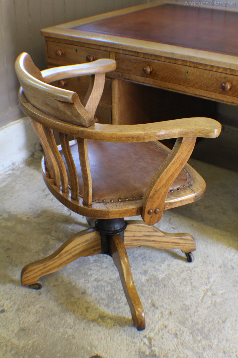 vintage oak 1930s adjustable desk office chair antiques atlas - Vintage Oak Office Swivel Chair. Antique Bankers Oak Rolling Desk