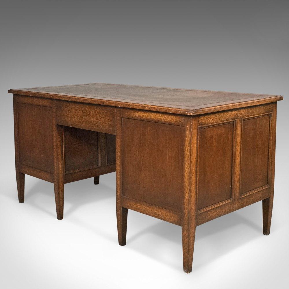 Vintage wooden desk hostgarcia