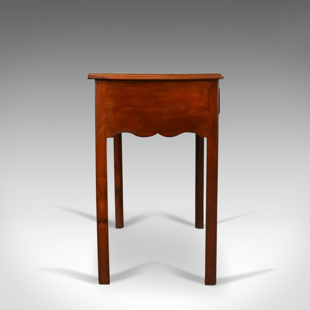 How to Identify Furniture of the 1800s by Its Dovetailing