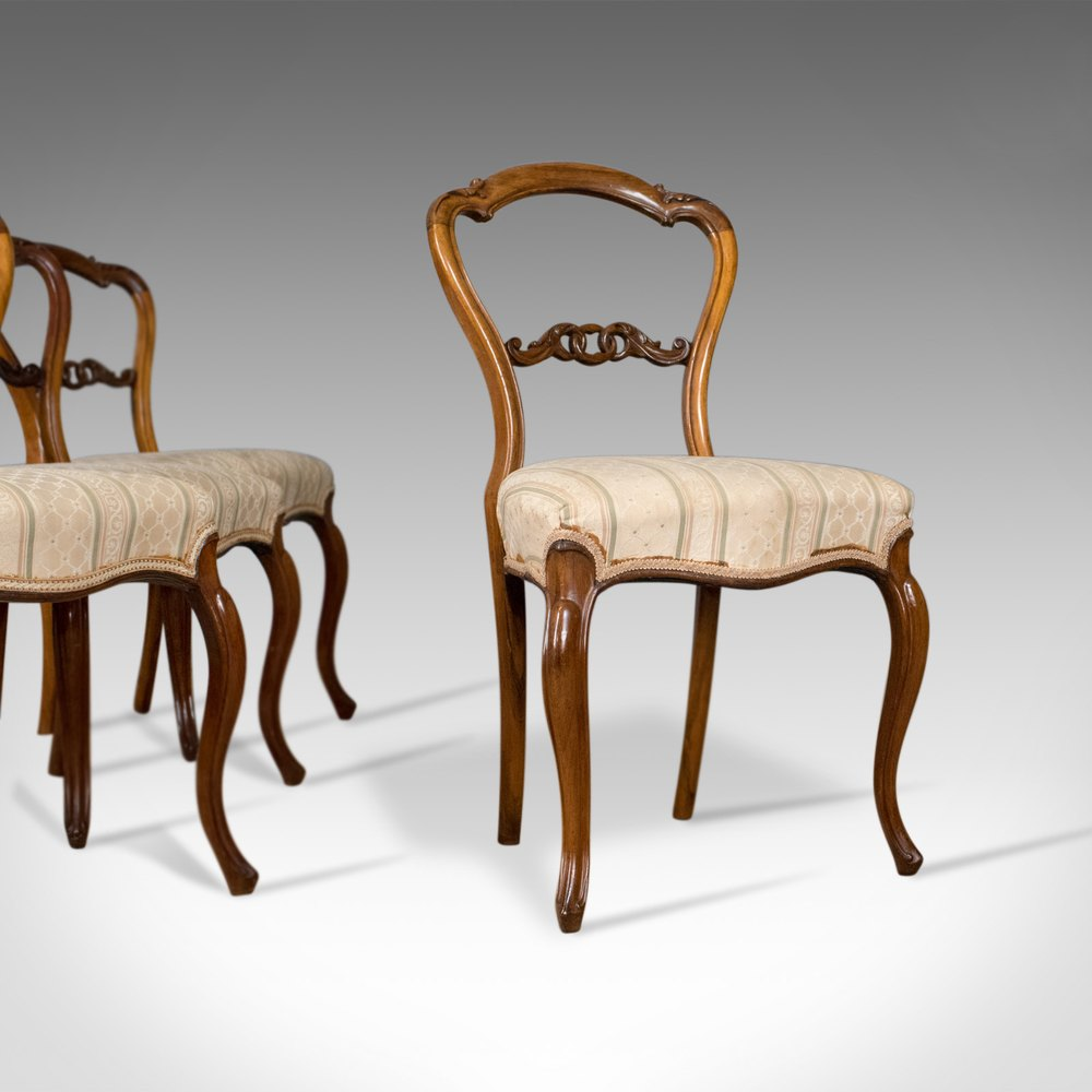 Charmant Antique Set Of Four Dining Chairs, English.