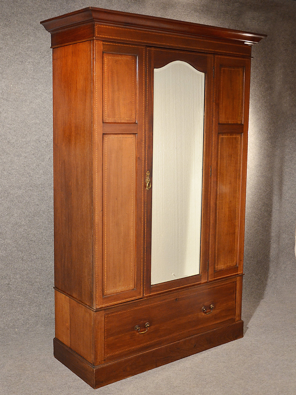antique wardrobe armoire mirror door maple co antiques atlas. Black Bedroom Furniture Sets. Home Design Ideas