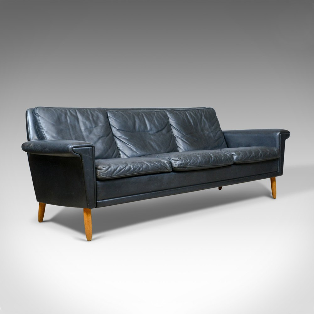 - Antiques Atlas - Vintage Mid-Century Modern Black Leather Sofa