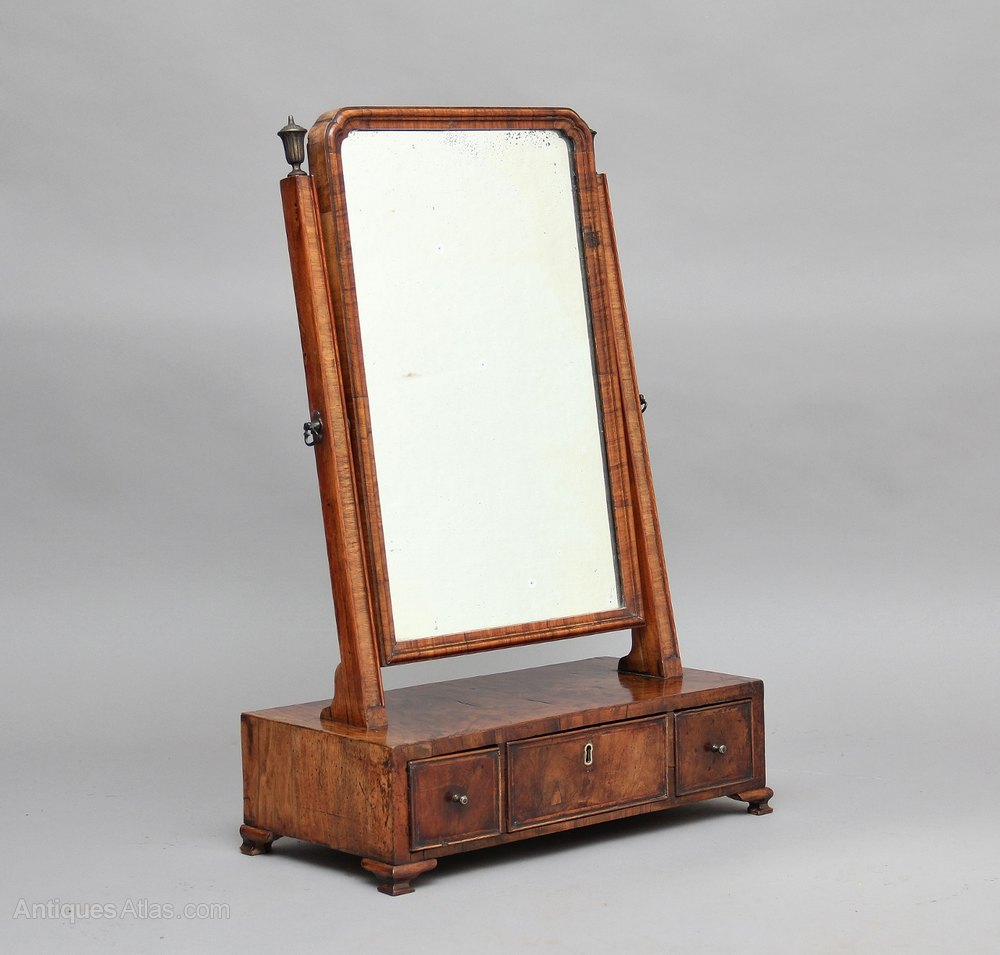 Antiques atlas 18th century walnut dressing table for Dressing table mirror