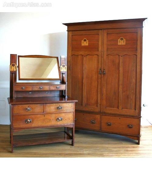 Scottish Arts & Crafts Walnut Bedroom Suite - Antiques Atlas