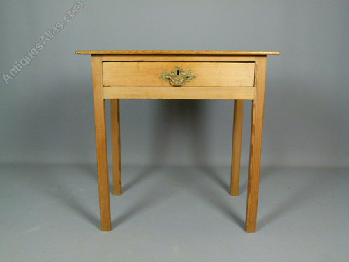 Very Charming Georgian Antique Pine Side Table