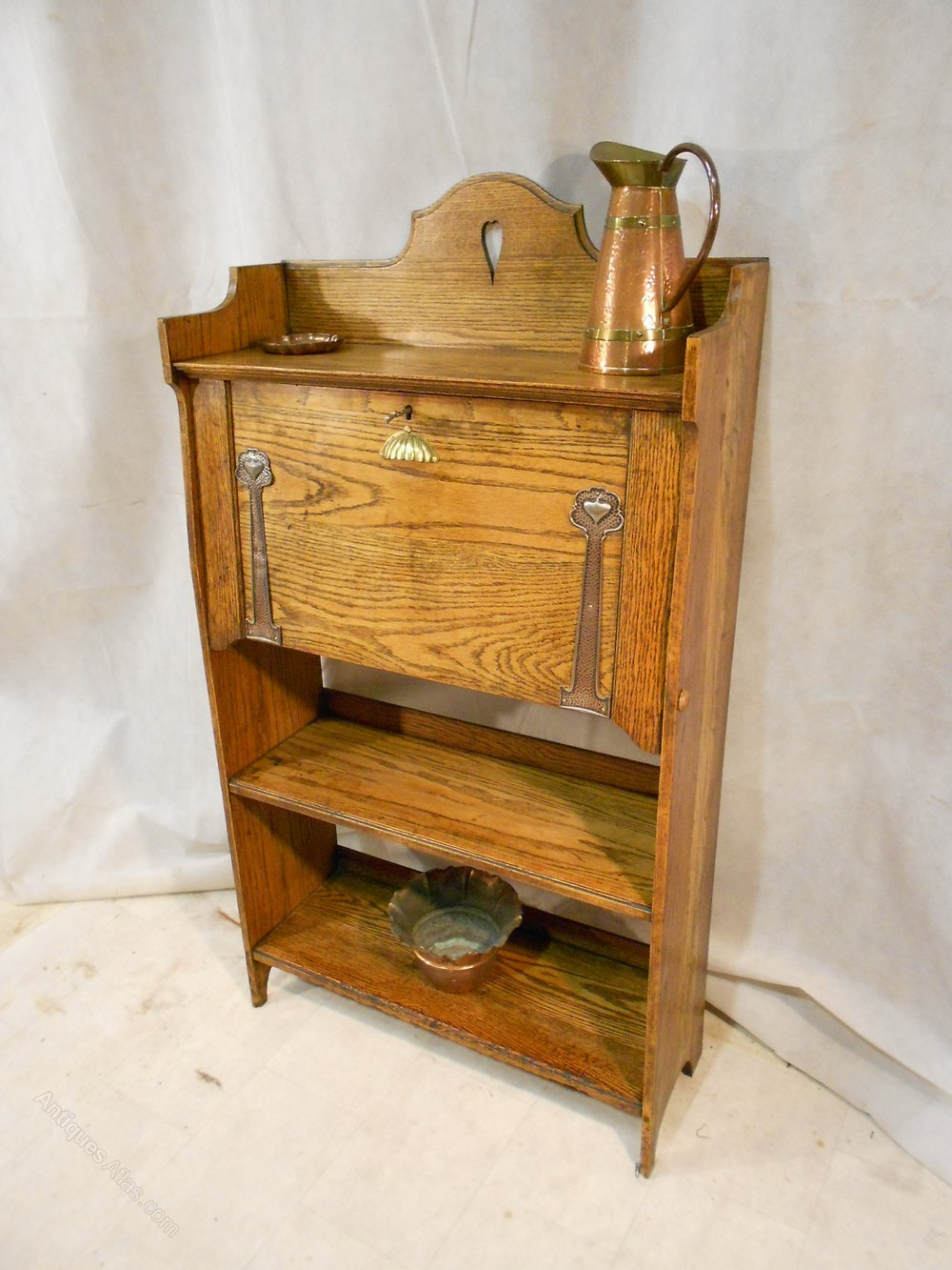arts crafts harris lebus oak bureau with hearts antiques atlas. Black Bedroom Furniture Sets. Home Design Ideas