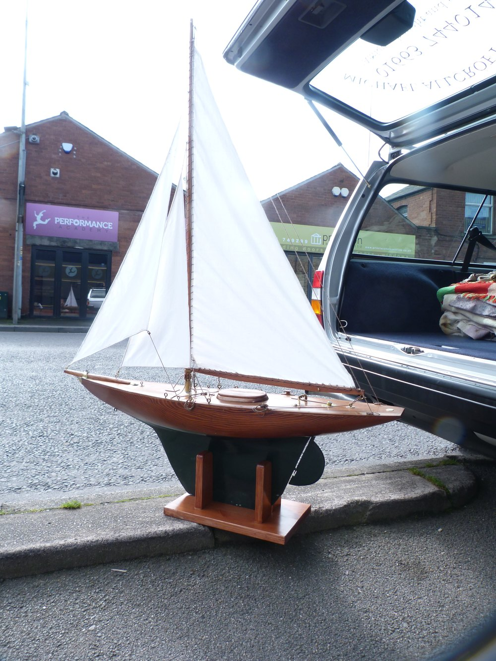 Edwardian Pond Yacht