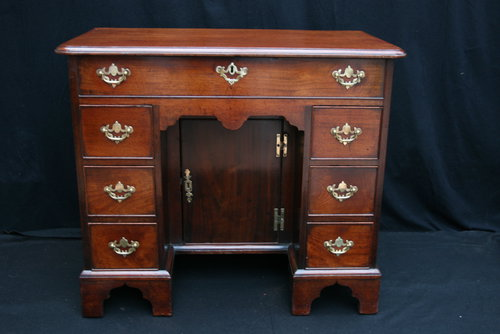 Antique Kneehole Desk - Antique Kneehole Desk - Antiques Atlas