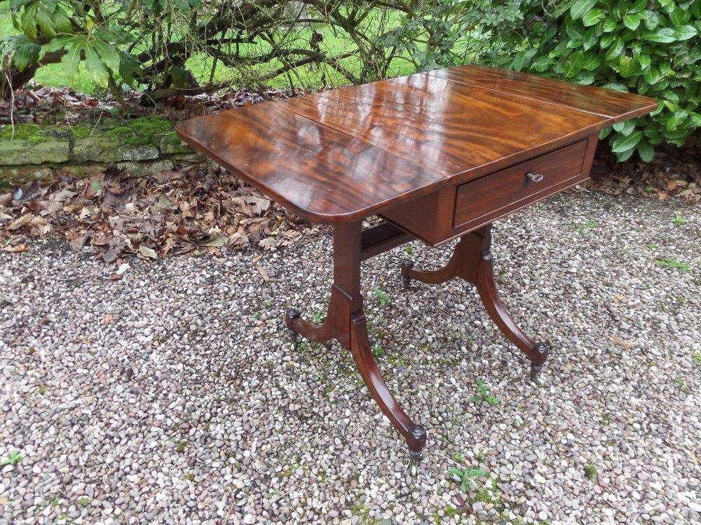 8b29fb49a6b4 18thc Small Mahogany Sofa Table C1800 - Antiques Atlas