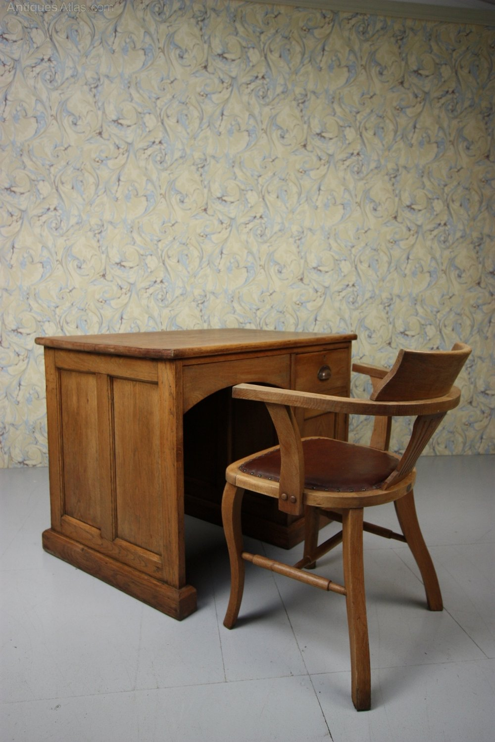 1930s Oak Desk Chair By Simpoles Of Manchester
