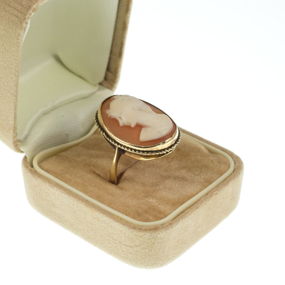 Antiques atlas vintage cameo ring 9ct gold vintage cameo rings antique cameo aloadofball Choice Image