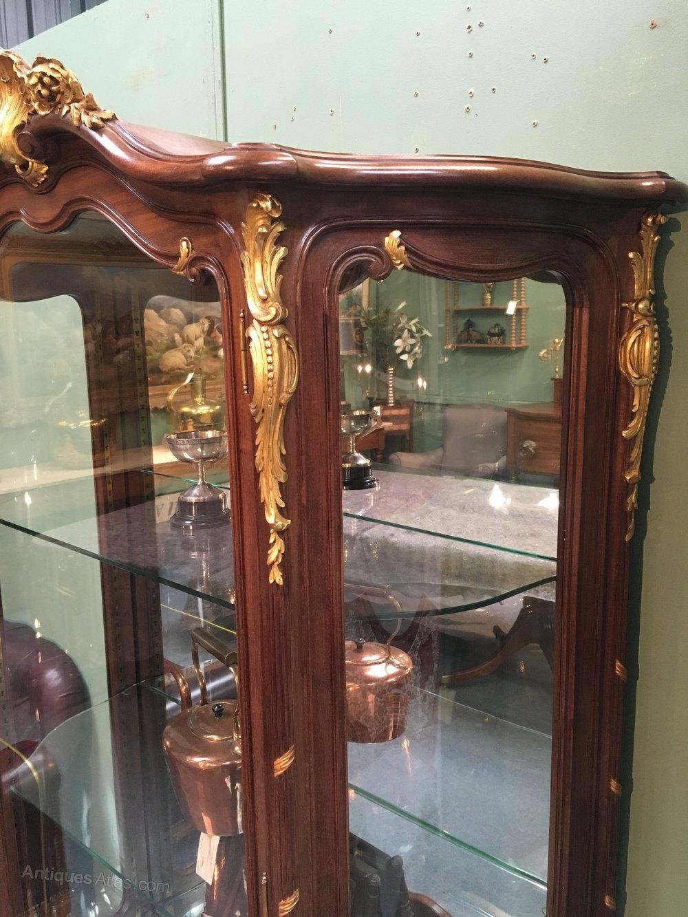 fine parcel gilt vitrine antiques atlas. Black Bedroom Furniture Sets. Home Design Ideas