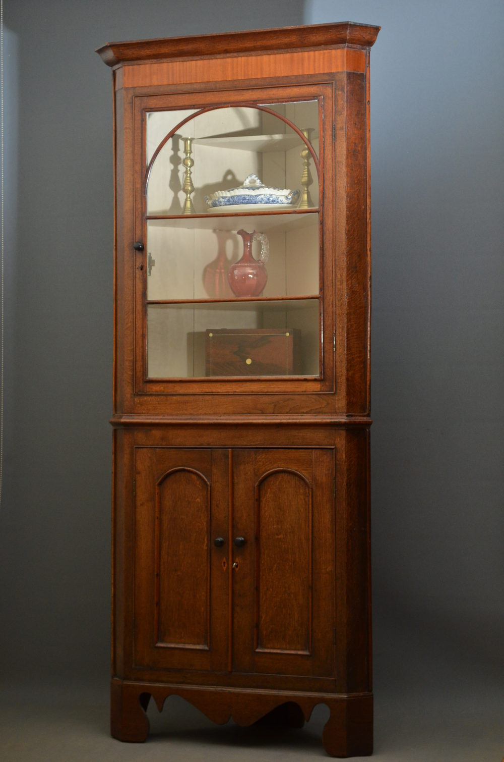 Georgian Corner Cupboard In Oak - Antiques Atlas