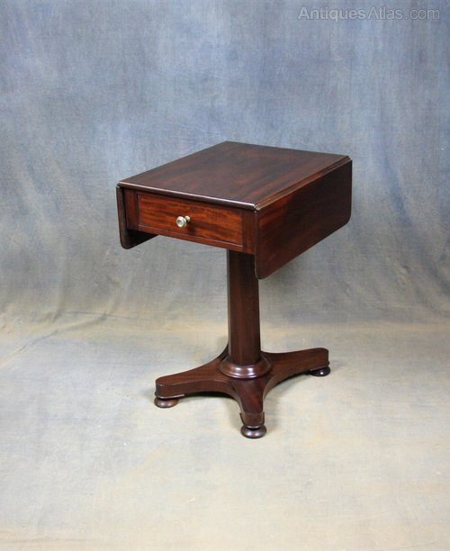 Small Victorian Mahogany Pembroke / Occasional Table