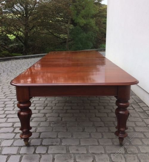 Elegant Superb Victorian Mahogany Extending Dining Table