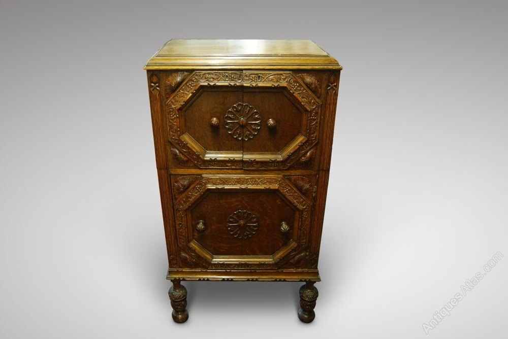 Fantastic Cocktail Cabinet On Pineapple Style Carved Legs