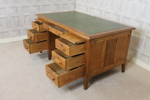 Exceptionnel Photos. Solid Oak Office Desk 1930s Antique ...