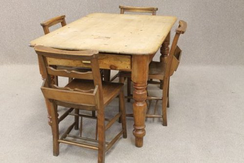 Victorian Pine Table And 4 Chapel Chairs Antique ... - Victorian Pine Table And 4 Chapel Chairs - Antiques Atlas