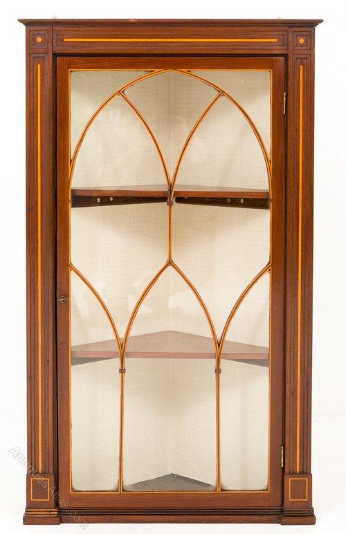 Bon Georgian Mahogany Hanging Corner Cabinet
