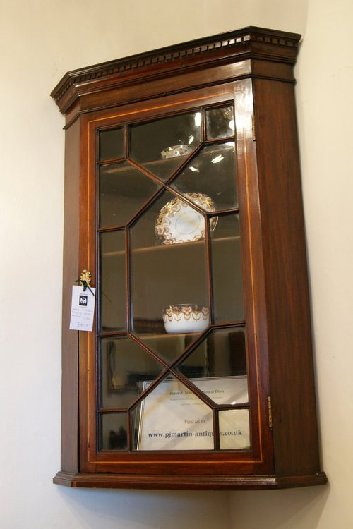 Superbe Georgian Mahogany Hanging Corner Cabinet ...