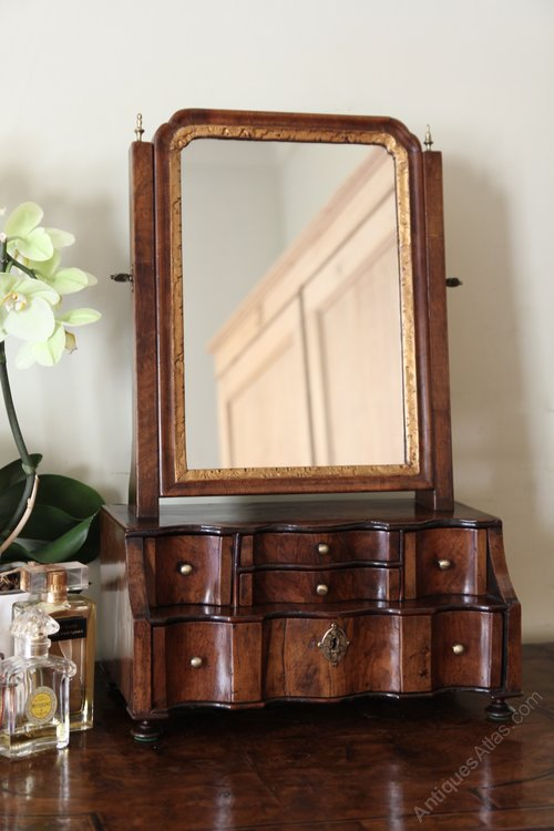 Early 18th Century Walnut Toilet Box Mirror V378