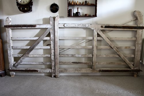 Early 20th Century Wooden Country House Gates V288