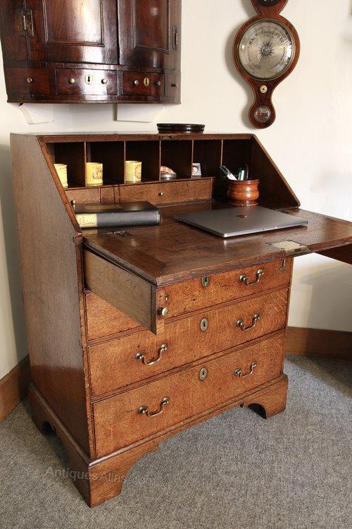Small 18th Century Oak Bureau U878