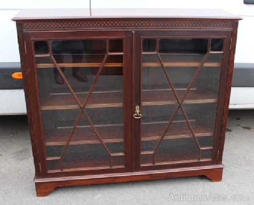 Merveilleux 1920u0027s Low Mahogany Glazed China Cabinet