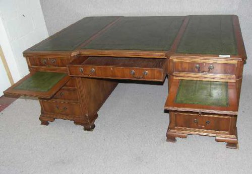 Large Partners Desk With Green Leather Inset - Antiques Atlas - Large Partners Desk With Green Leather Inset