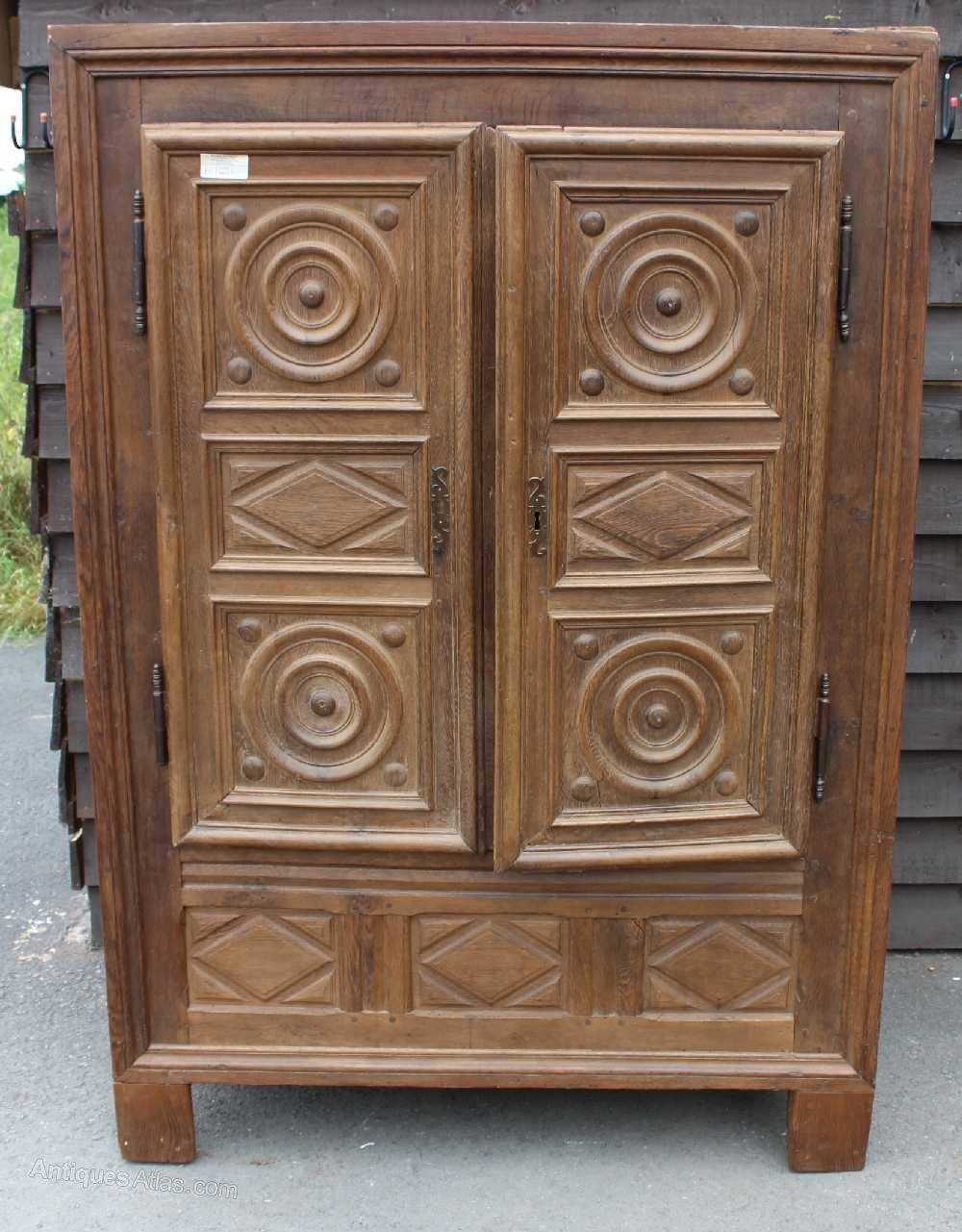 louis xiii carved solid oak 2 door armoire antiques atlas. Black Bedroom Furniture Sets. Home Design Ideas