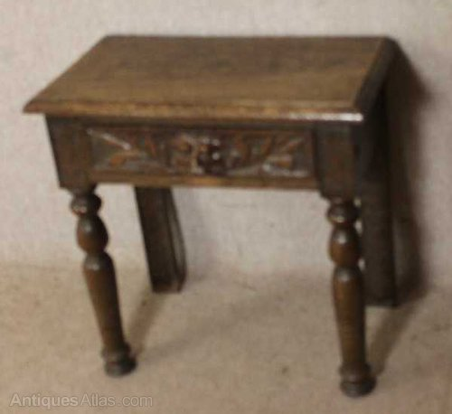 Small Carved French Oak Side Table With Drawer Antiques Atlas - Antique Small Oak Side Table With Drawer