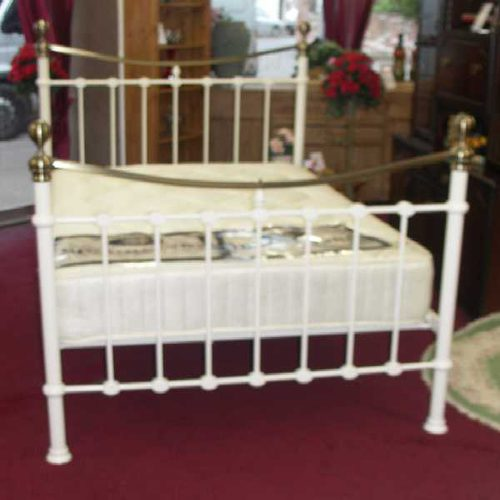 Antiques Atlas - White Painted Iron And Brass Bed